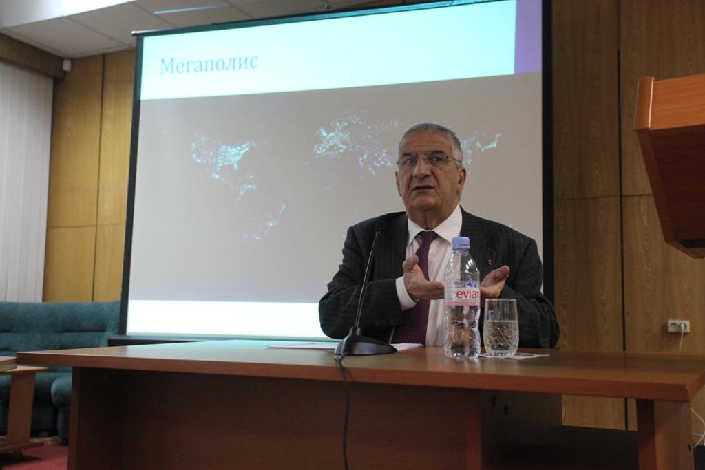 Xavier Emmanuelli à l'université de humanités