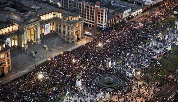 La marche nationale devant le Palais de Justice. Photo: Ni Una Menos Perú