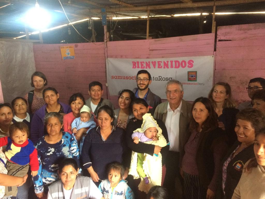 La rencontre de Xavier Emmanuelli avec les bénéficiaires du Samusocial Santa Rosa