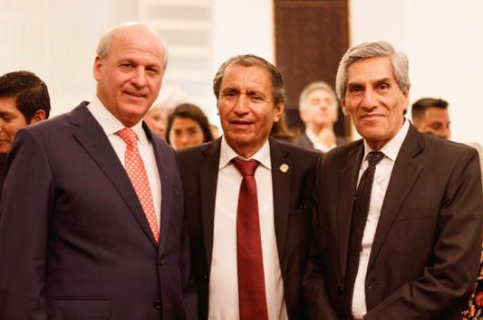 De g. à d. : Enrique Dupuy Garcia, ancien maire d'Ate; Oscar Benavides Majin, ancien maire d'Ate; William Jorge Moreno Zavala, municipalité d'Ate.